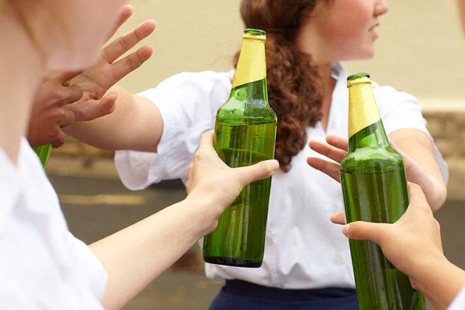 Alcoolismo na Juventude: perigos e métodos de prevenção