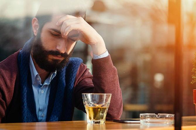 5 sintomas do alcoolismo que indicam a necessidade de ajuda