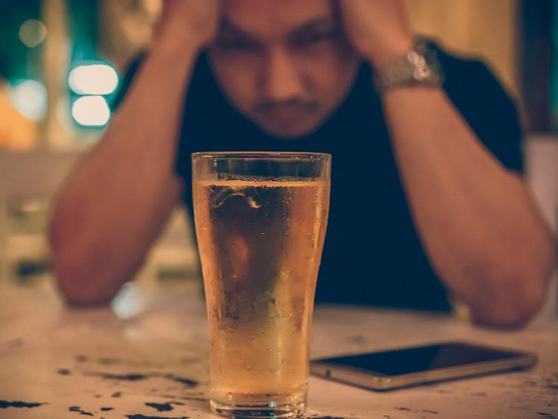 Alcoólatra sintomas